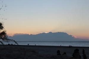 雲に隠れる初日の出