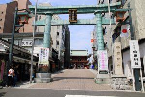 神田神社 - 社号標と鳥居