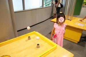 大阪市立科学館 - 宙に浮く玉