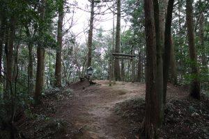 最奥の境内社 - 義綱神社