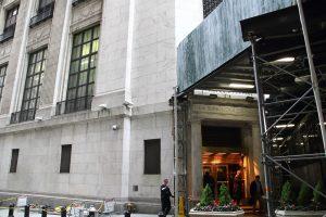 ニューヨーク証券取引所 - 裏口